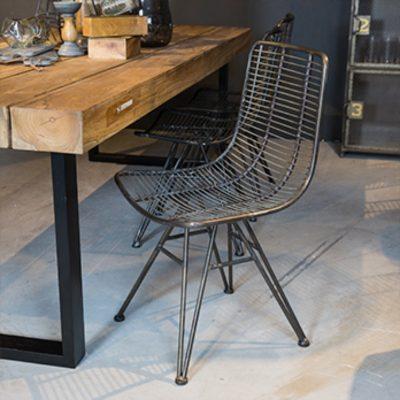 Chaise en metal quadrillée style loft