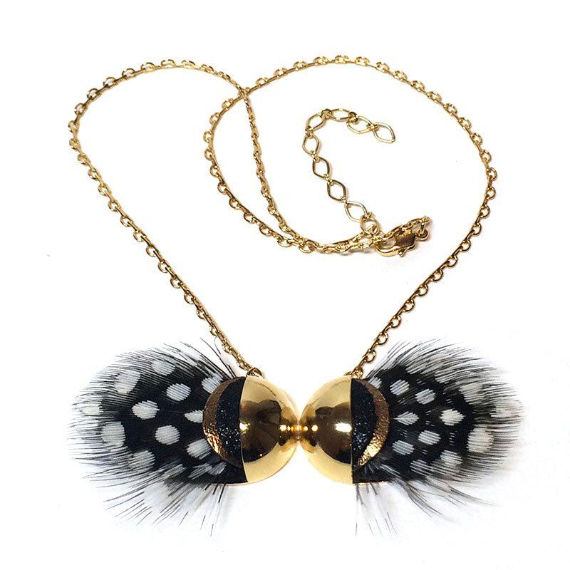 sautoir-plume-noir-et-blanc-dore-createur-ana-gold