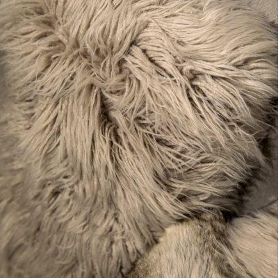 coussin-fausse-fourrure-mouton-blanc