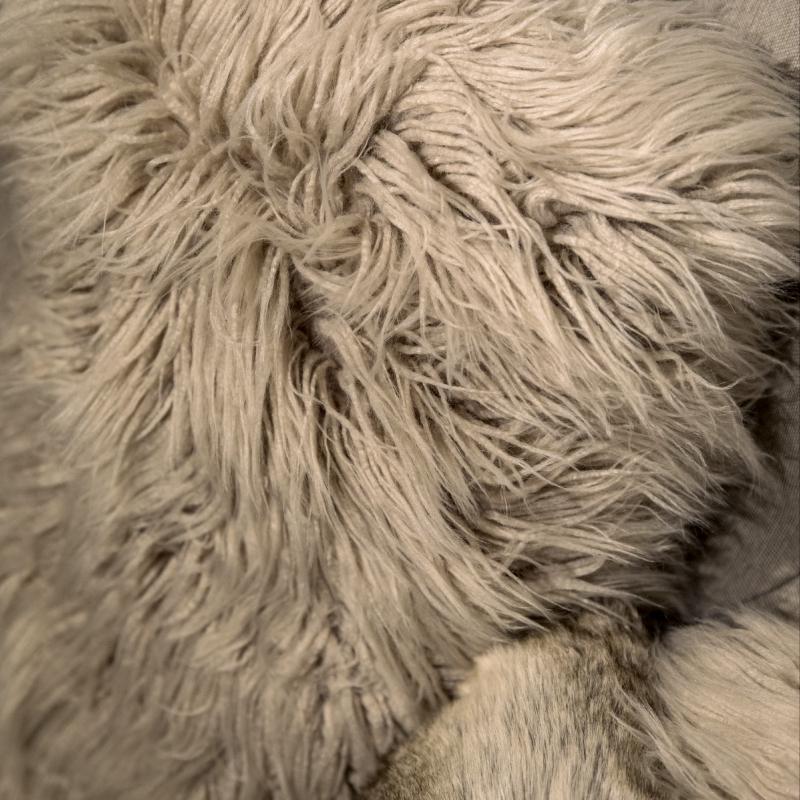 coussin imitation fourrure decorelie de l 39 art la d co. Black Bedroom Furniture Sets. Home Design Ideas