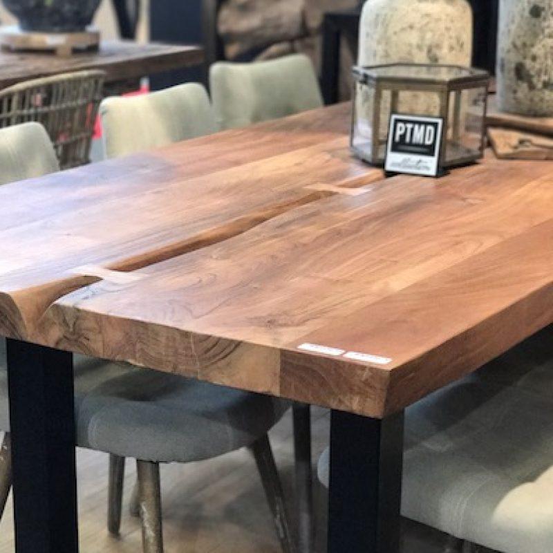 Table de salle à manger en bois brut et métal