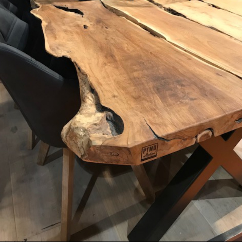 Table De Salle A Manger En Bois Brut Decorelie De L Art A La Deco