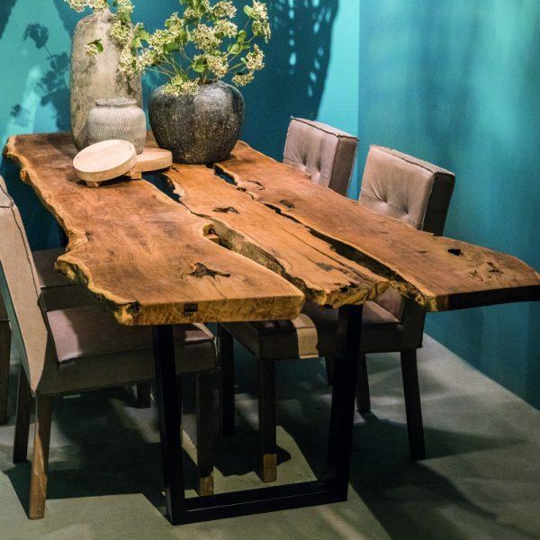 table-en-bois-brut-et-pieds-metal