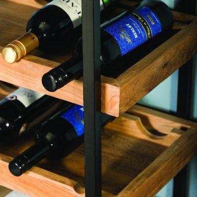 Étagère de rangement pour bouteilles de vins.