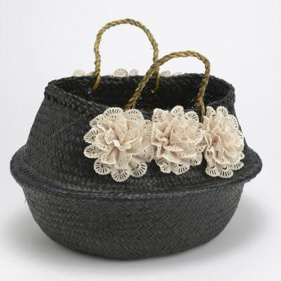 Panier noir à fleurs